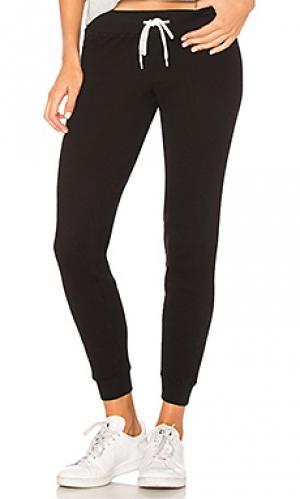 Спортивные брюки waffle cut MONROW. Цвет: черный