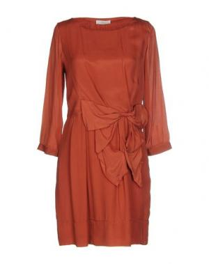 Короткое платье E-GÓ. Цвет: кирпично-красный