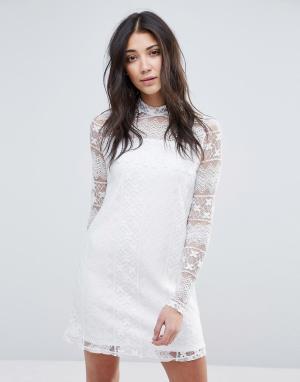 Vila Платье с высокой горловиной и длинными рукавами. Цвет: белый