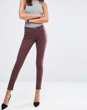 ASOS Темно-красные джинсы с классической талией LISBON. Цвет: красный