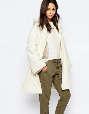 Sessun Пальто с капюшоном и кисточками Rafik. Цвет: кремовый