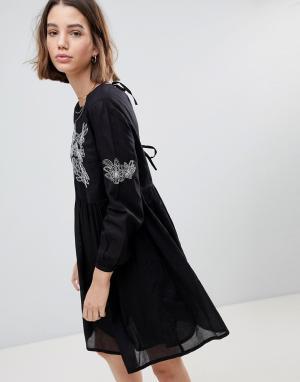 People Tree Свободное платье с вышивкой. Цвет: черный