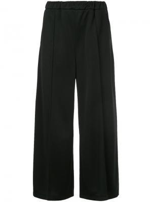 Укороченные брюки со складками En Route. Цвет: чёрный