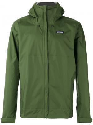 Куртка с капюшоном Patagonia. Цвет: зелёный