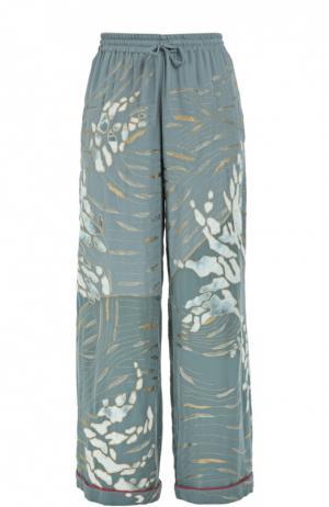 Шелковые брюки в пижамном стиле с цветочной вышивкой Valentino. Цвет: голубой