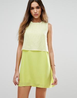 Jovonna Цельнокройное платье с накладкой на лифе Girl Gang. Цвет: желтый