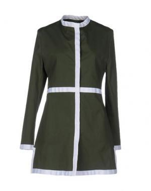Легкое пальто GUTTHA. Цвет: зеленый-милитари