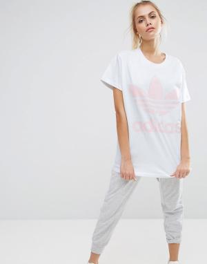 Adidas Бело-розовая футболка с большим логотипом-трилистником Original. Цвет: белый
