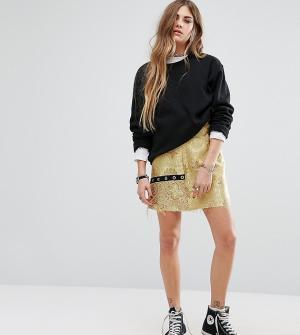 Reclaimed Vintage Парчовая мини-юбка с люверсами. Цвет: желтый