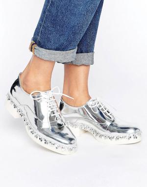 Eeight Туфли на плоской подошве со шнуровкой E8 by MIISTA Freja. Цвет: серебряный
