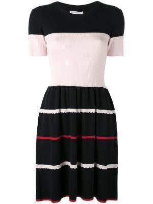 Платье дизайна колор-блок Chinti & Parker. Цвет: синий