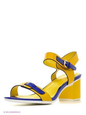 Босоножки на каблуке Daze. Цвет: желтый