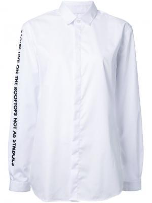 Рубашка с цитатой на рукаве Each X Other. Цвет: белый