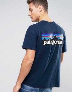 Patagonia Темно-синяя футболка классического кроя с логотипом на спине. Цвет: темно-синий