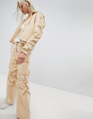 Maharishi Широкие брюки со сборками на коленях. Цвет: рыжий