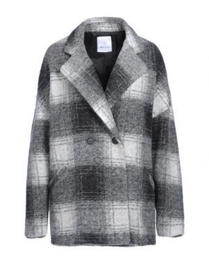 Пальто GEORGE J. LOVE. Цвет: серый