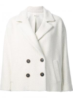Короткое двубортное пальто Masscob. Цвет: белый