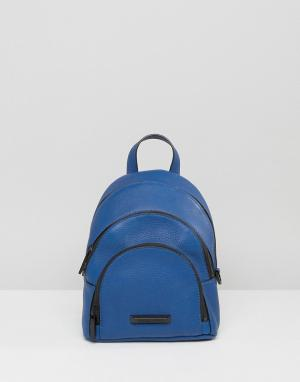 Kendall + Kylie Мини-рюкзак из зернистой кожи. Цвет: синий