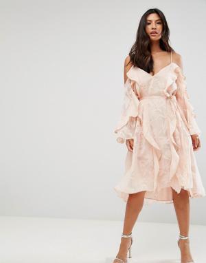 Talulah Платье миди. Цвет: розовый