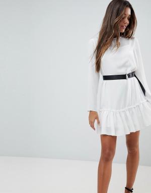 ASOS Платье мини с длинными рукавами и ремнем. Цвет: кремовый