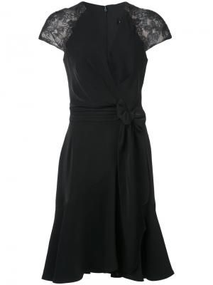 Платье с запахом и кружевными рукавами Tadashi Shoji. Цвет: чёрный