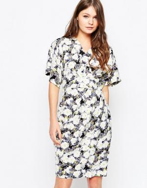 Closet London Темное платье с цветочным принтом и рукавами-кимоно. Цвет: мульти