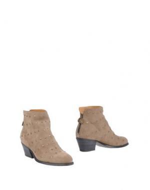 Полусапоги и высокие ботинки FIORENTINI+BAKER. Цвет: хаки