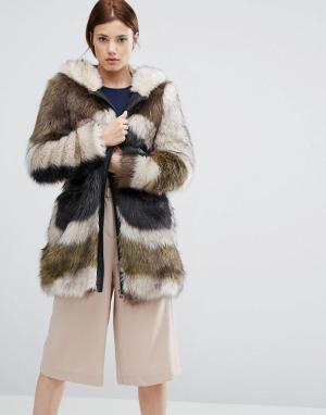 Urbancode Меховое пальто с капюшоном и абстрактным принтом. Цвет: зеленый