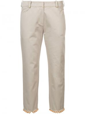 Укороченные брюки с бисерной отделкой Rosie Assoulin. Цвет: телесный