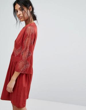 Gestuz Платье с кружевной вставкой. Цвет: красный