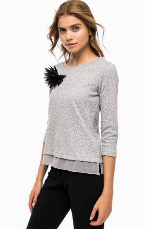 Серый джемпер с брошью MORE &. Цвет: серый