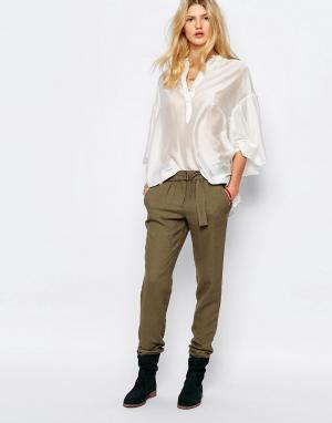 Sessun Свободные брюки цвета хаки. Цвет: зеленый
