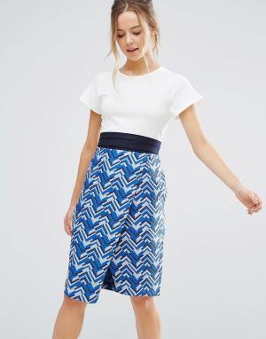 Closet London Платье-футляр с принтом и ремнем. Цвет: синий