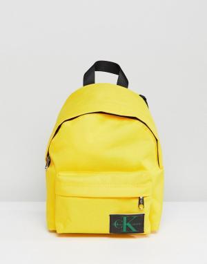 Calvin Klein Мини-рюкзак. Цвет: желтый
