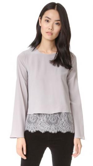 Блуза с длинными расклешенными рукавами ONE by CAMI NYC. Цвет: голубой