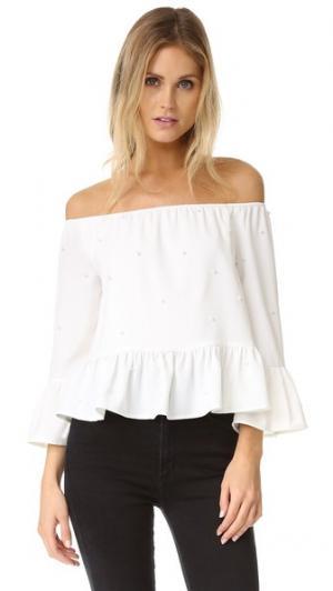 Блуза с открытыми плечами и искусственным жемчугом ENGLISH FACTORY. Цвет: белый