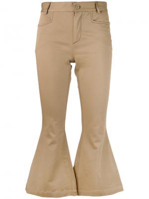 Расклешенные укороченные брюки LAutre Chose L'Autre. Цвет: телесный
