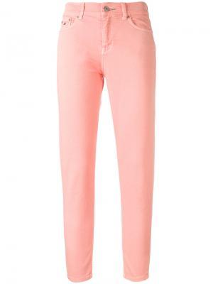 Укороченные джинсы с завышенной талией Tommy Jeans. Цвет: розовый и фиолетовый