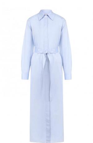 Однотонное хлопковое платье-рубашка с поясом The Row. Цвет: светло-голубой