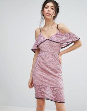 Love Triangle Кружевное платье миди с открытыми плечами. Цвет: розовый