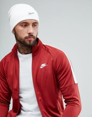 Nike Белая шапка-бини с металлическим логотипом 803734-100. Цвет: белый