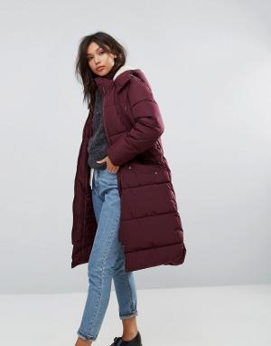 Parka London Длинная дутая куртка с искусственным мехом на капюшоне. Цвет: красный