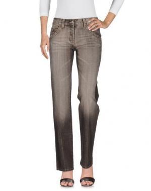Джинсовые брюки GERANI. Цвет: темно-коричневый