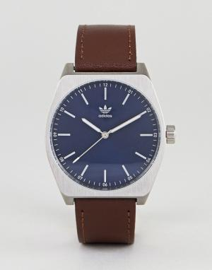 Adidas Часы с коричневым кожаным ремешком Z05 Process. Цвет: коричневый