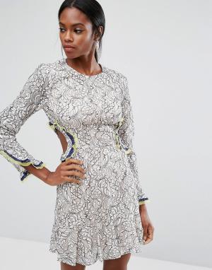 BCBG MaxAzria Кружевное платье с вырезами BCBGMAXAZRIA. Цвет: мульти