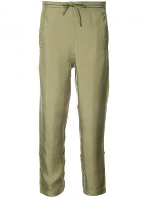 Зауженные брюки с вышитым драконом Maharishi. Цвет: зелёный
