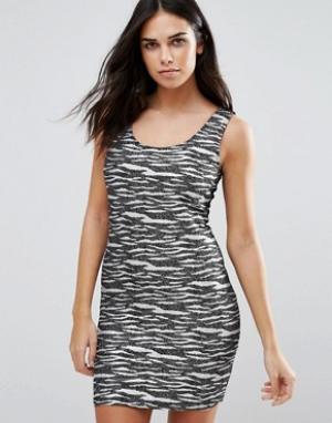 Jasmine Трикотажное платье в полоску. Цвет: черный