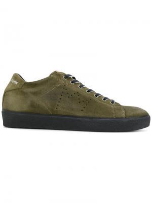 Кроссовки со шнуровкой Leather Crown. Цвет: зелёный