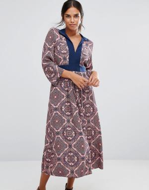 Closet London Платье с длинными рукавами, принтом пейсли и завязкой сзади. Цвет: мульти