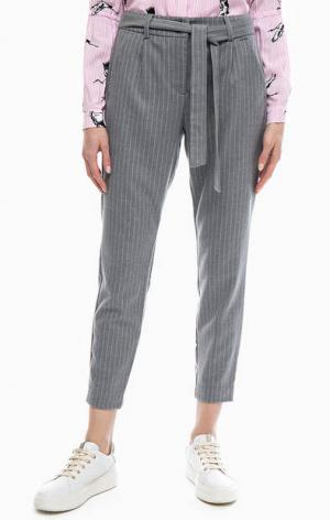 Трикотажные укороченные брюки в полоску b.young. Цвет: серый